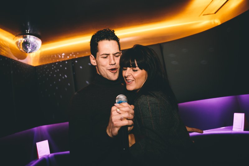 karaoke dating londra)