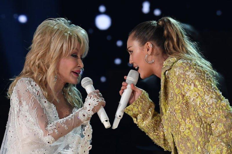 Best Country Songs For Karaoke – Dolly Parton Jolene