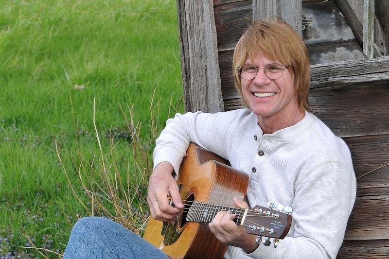 Best Country Songs For Karaoke – John Denver Take Me Home, Country Roads