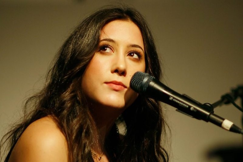 Easiest Karaoke Songs To Sing – A Thousand Miles Vanessa Carlton