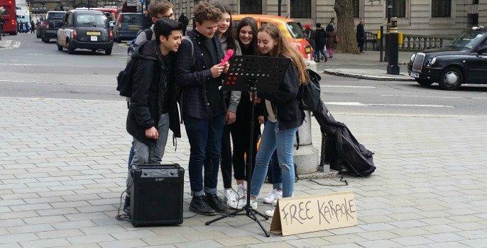 Free Karaoke Busking in Trafalgar Square!