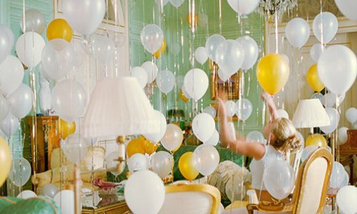 6 ways to throw the best NYE house party